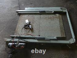 Ratcliff Van rear tail lift / 300kg 24v / wheelchair ramp / electric /heavy duty